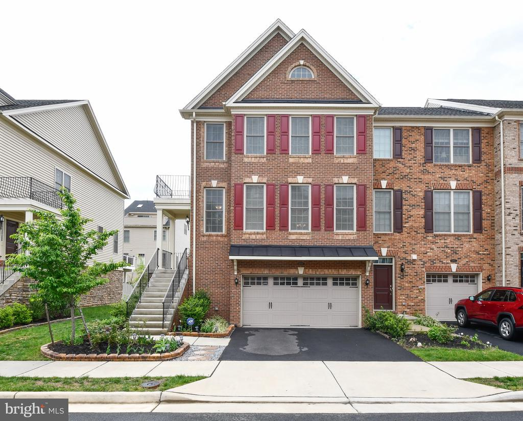 Welcome Home! - 42615 LISBURN CHASE TER, CHANTILLY
