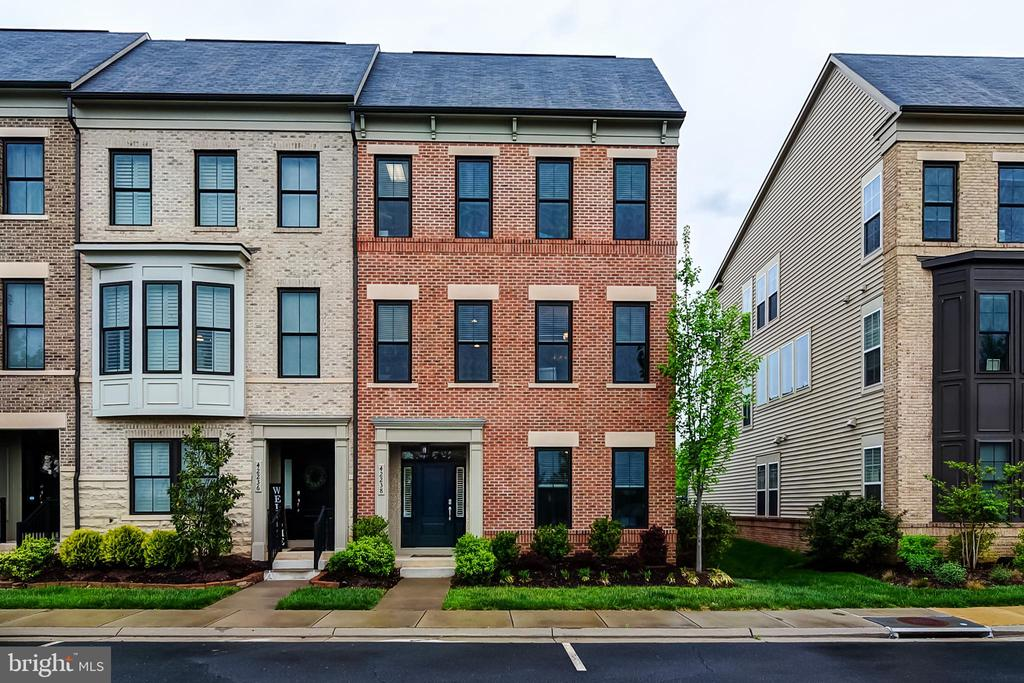 Front of home - 42238 PALLADIAN BLUE TER, BRAMBLETON