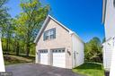 Detached garage w/ 2 additional parking spaces - 20585 STONE FOX CT, LEESBURG