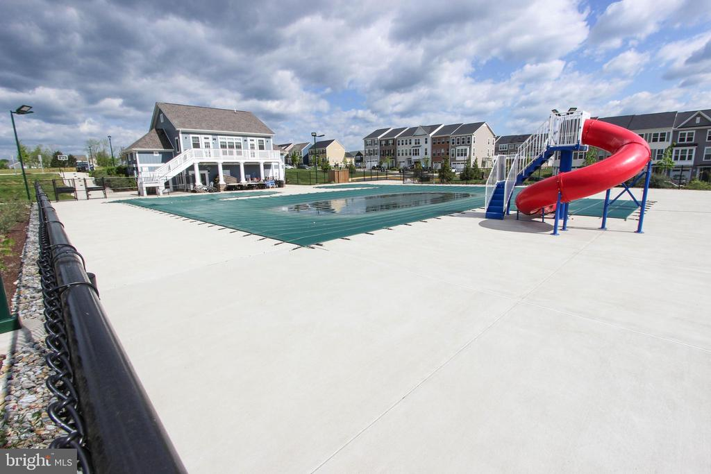 Clubhouse pool - 425 BOXELDER DR, STAFFORD