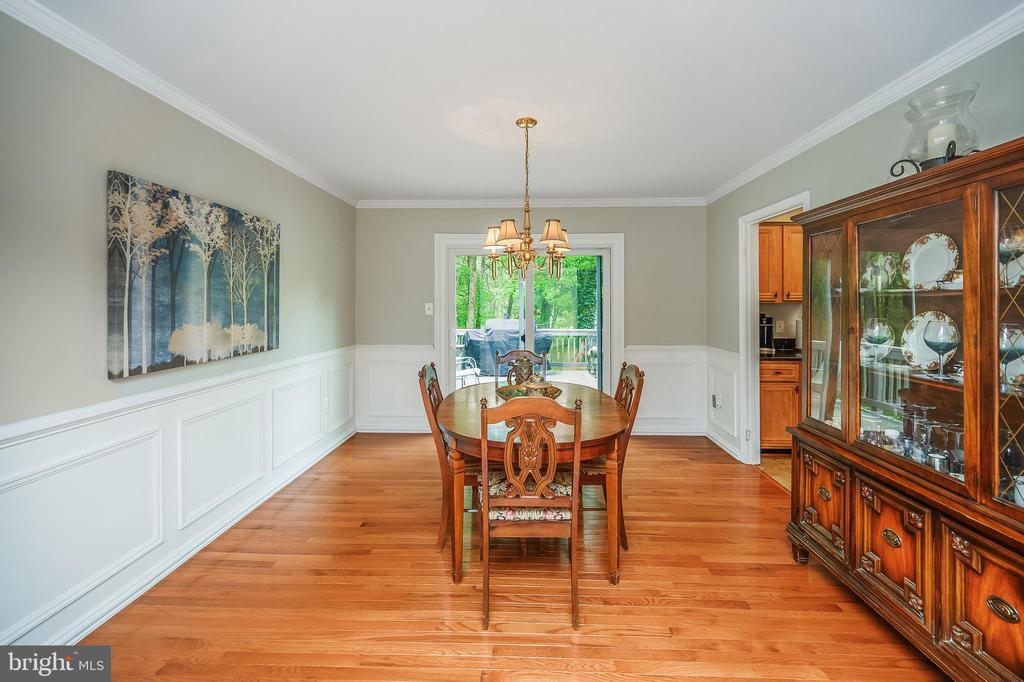 Wood floors for dining - 105 FENCE POST RD, STAFFORD