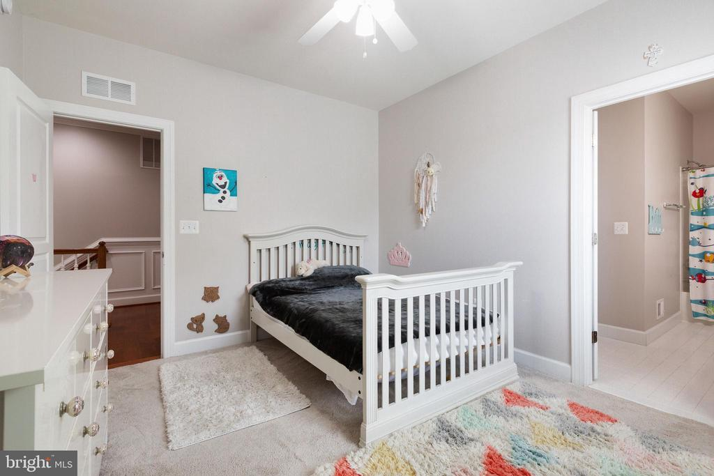 3rd bedroom with access to Jack and Jill bath - 15080 ADDISON LN, WOODBRIDGE