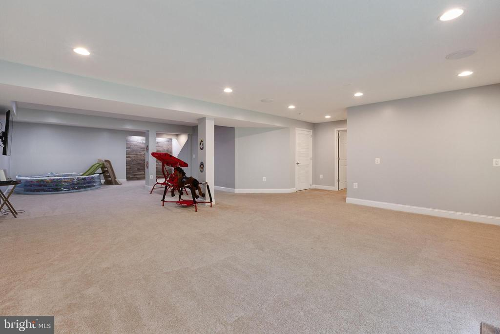 Large, Open finished basement rec room - 15080 ADDISON LN, WOODBRIDGE