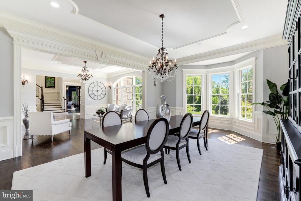 Dining Room - Beautiful Millwork and Trims - 957 MACKALL FARMS LN, MCLEAN