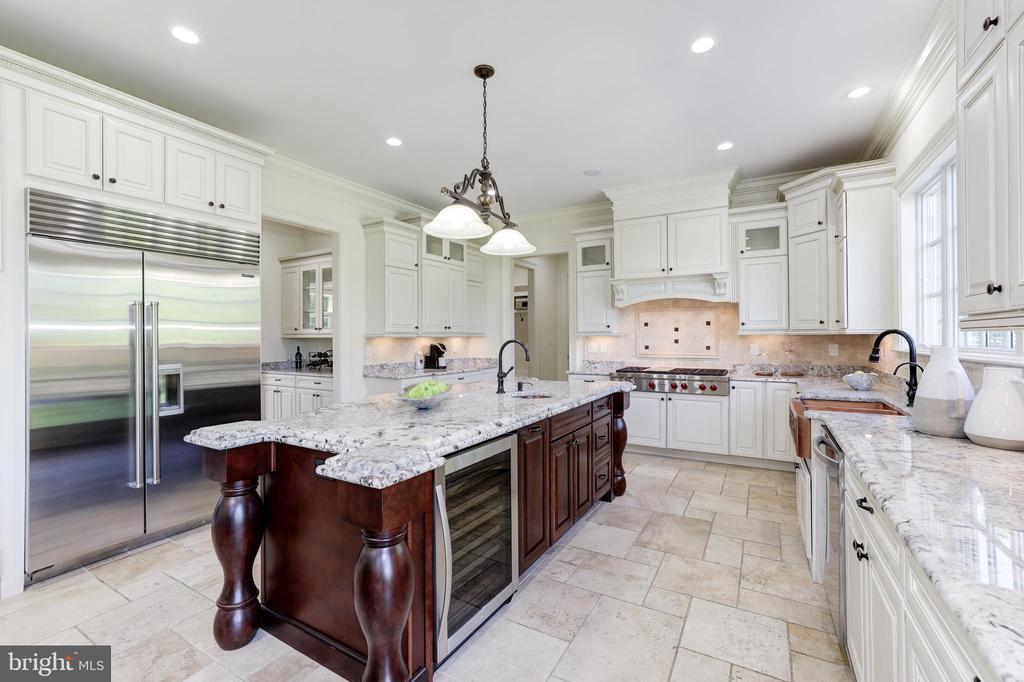 Gourmet Kitchen - Granite Countertops - 957 MACKALL FARMS LN, MCLEAN