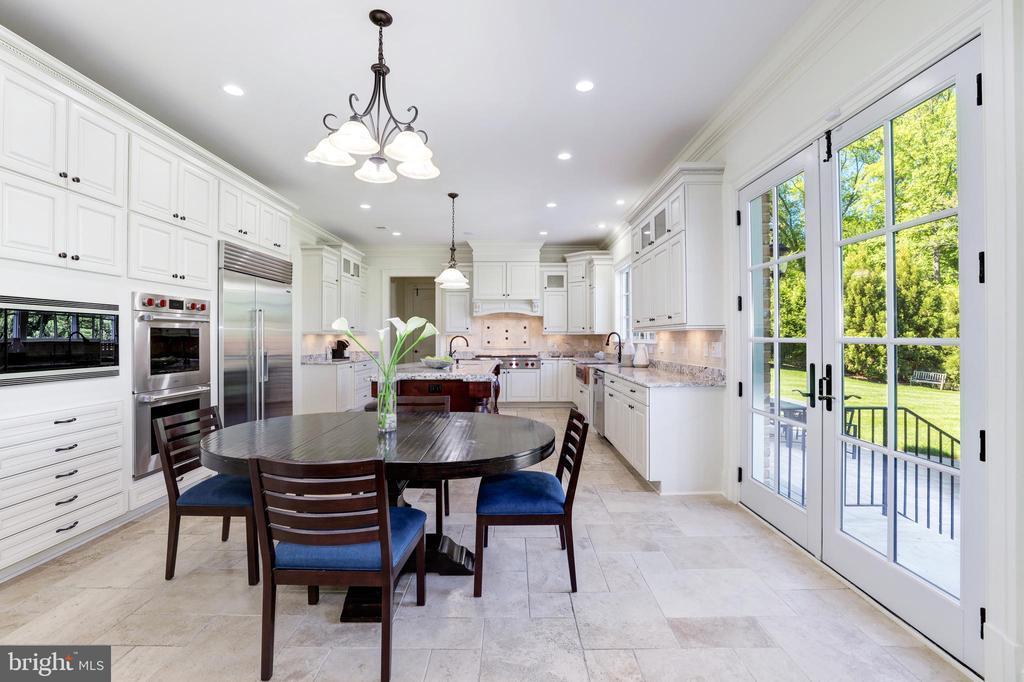Breakfast Salon - Look at the Cabinet Storage! - 957 MACKALL FARMS LN, MCLEAN