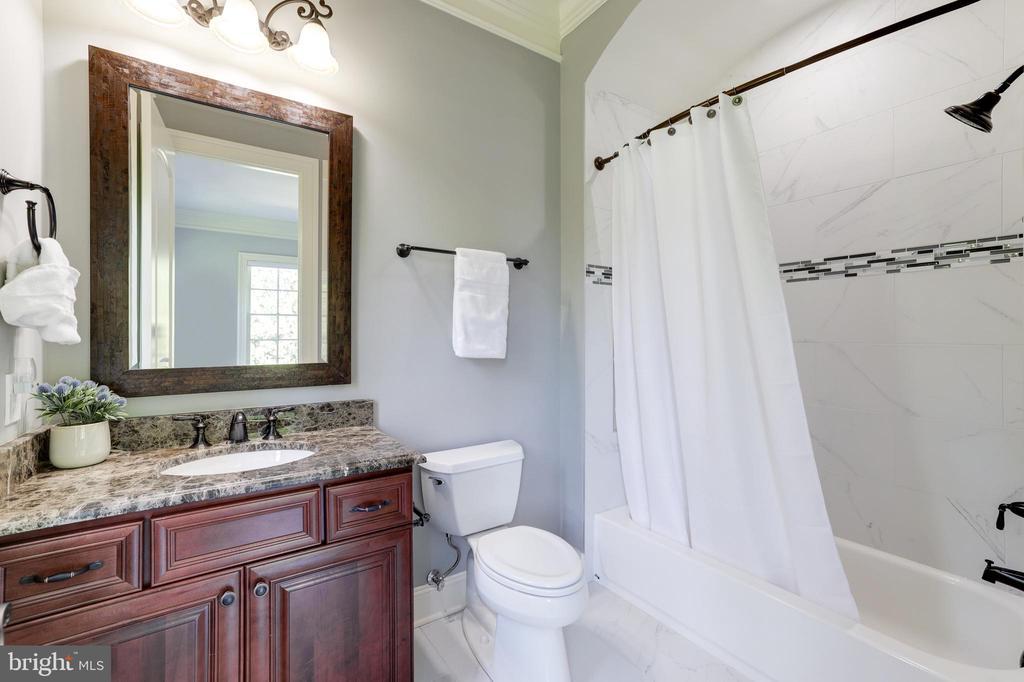 Bath for Bedroom  #2 - 957 MACKALL FARMS LN, MCLEAN