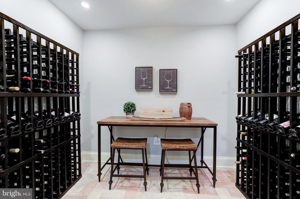 Wine Room - 957 MACKALL FARMS LN, MCLEAN