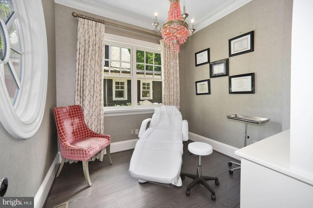 Office - 7301 DULANY DR, MCLEAN