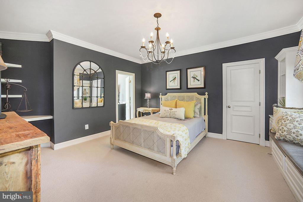 Bedroom 2 Suite - 7301 DULANY DR, MCLEAN