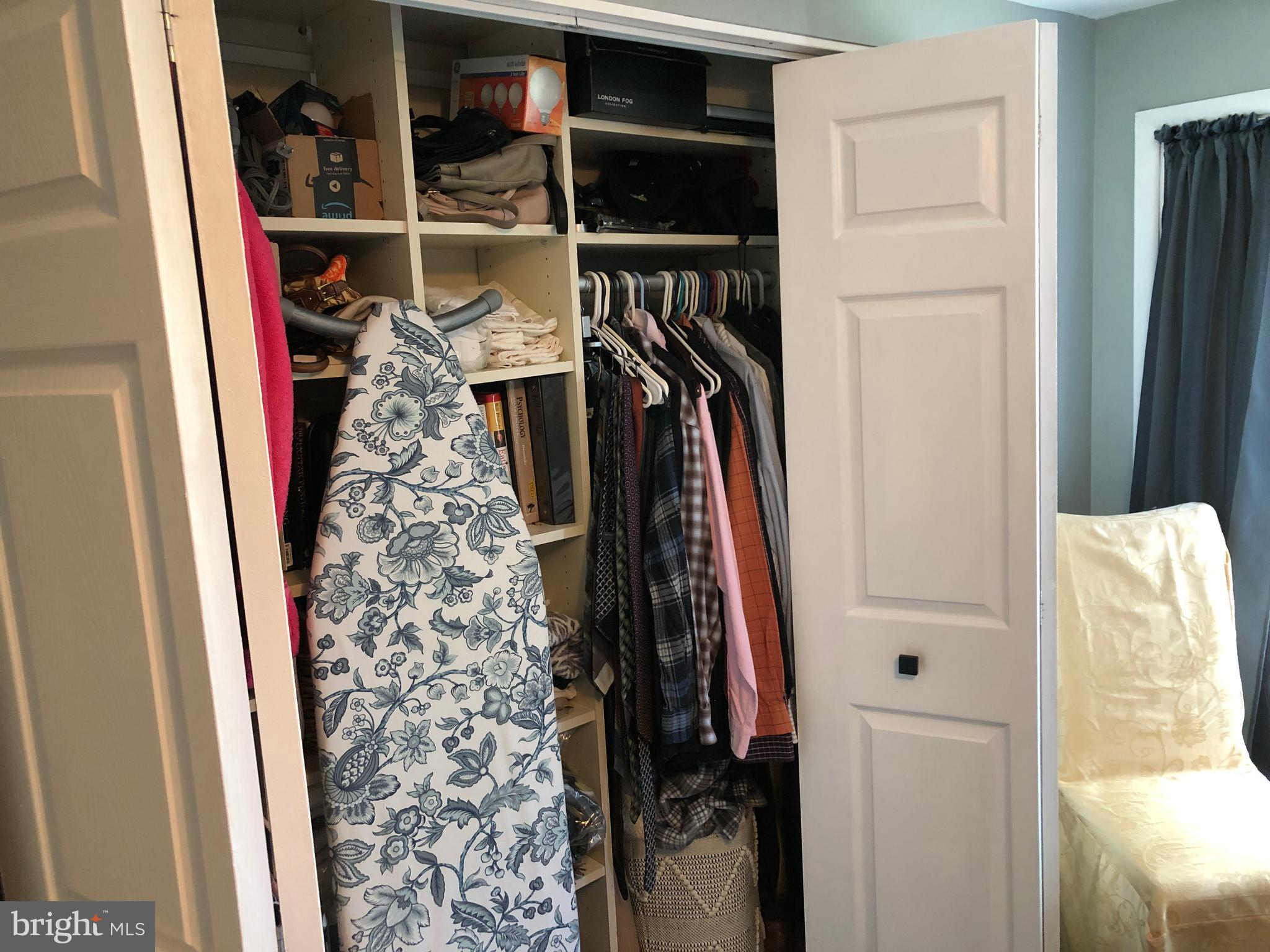 1rst bedroom closet
