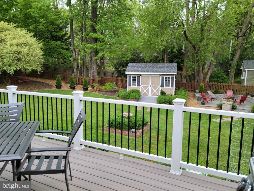 Gorgeous view of your back yard, shed, patio - 119 WOODBERRY RD NE, LEESBURG