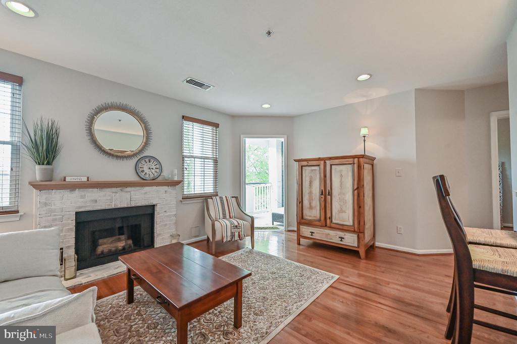 living room with door to deck - 20303 BEECHWOOD TER #303, ASHBURN