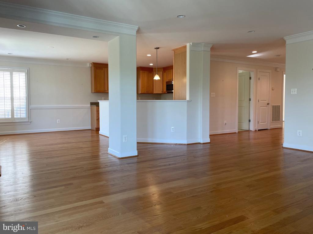Looking from living room to dining room & kitchen - 126 N JAY ST, MIDDLEBURG