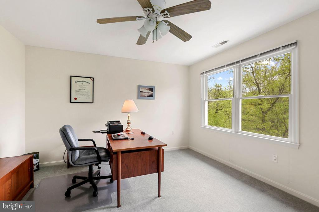 2nd BDR used as study - 17914 RAVEN ROCKS RD, BLUEMONT
