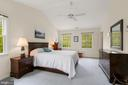 MBR with cathedral ceilings - 17914 RAVEN ROCKS RD, BLUEMONT