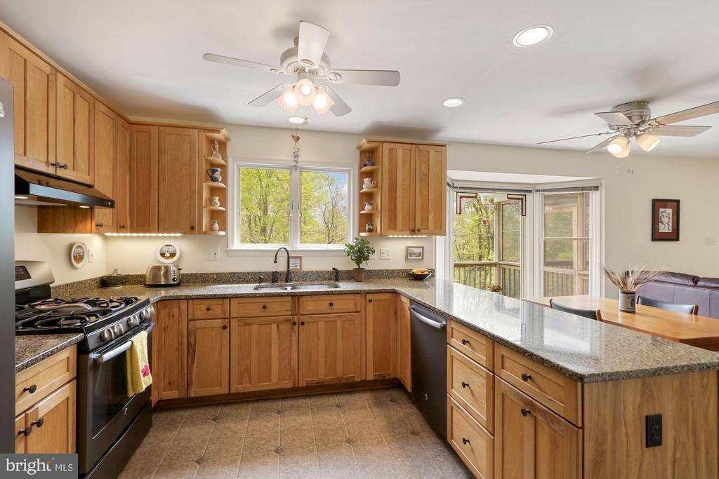 Updated Kitchen - 17914 RAVEN ROCKS RD, BLUEMONT