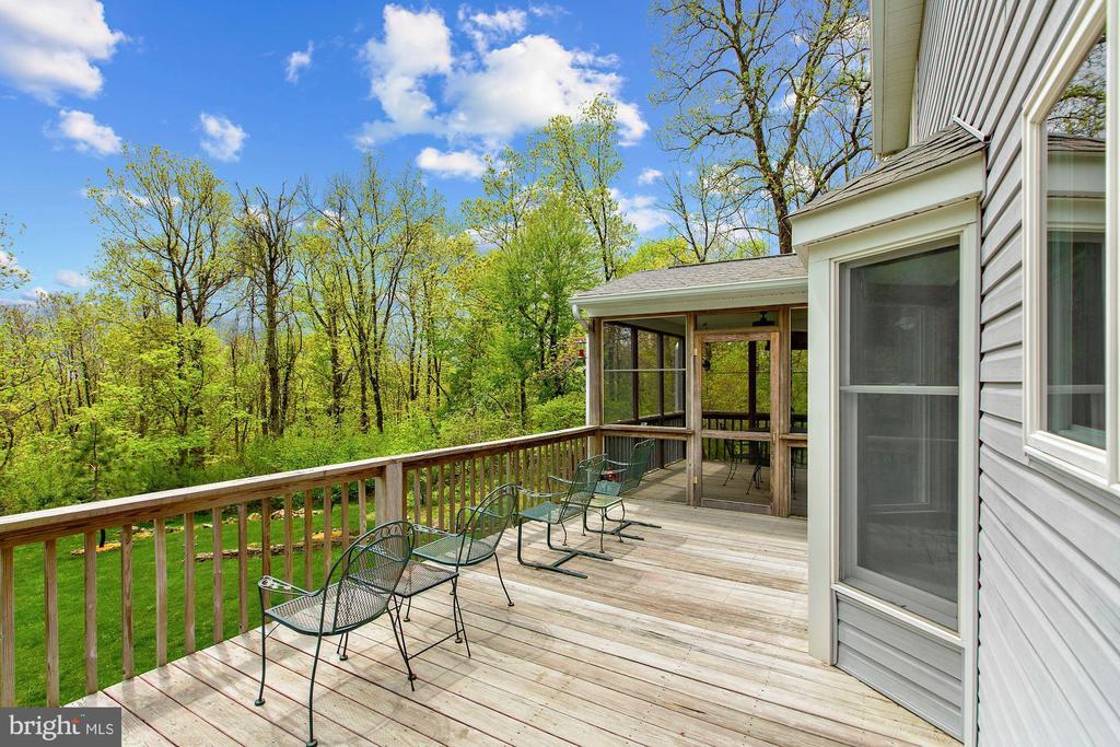 Deck & Screened Porch overlooking land - 17914 RAVEN ROCKS RD, BLUEMONT