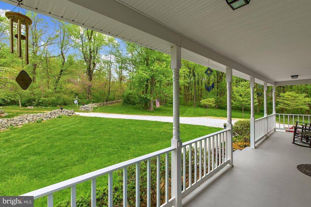 Full Front Porch to enjoy the view of yard - 17914 RAVEN ROCKS RD, BLUEMONT