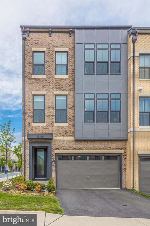 Beautiful brick front - 42280 IMPERVIOUS TER, BRAMBLETON