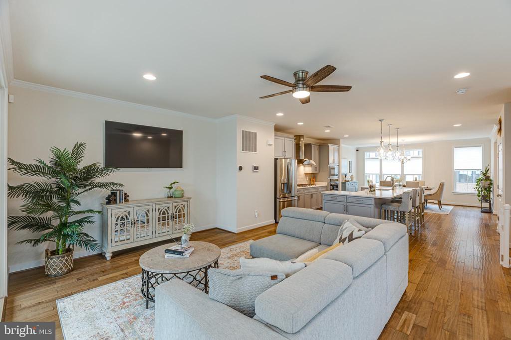 Family room - 42280 IMPERVIOUS TER, BRAMBLETON