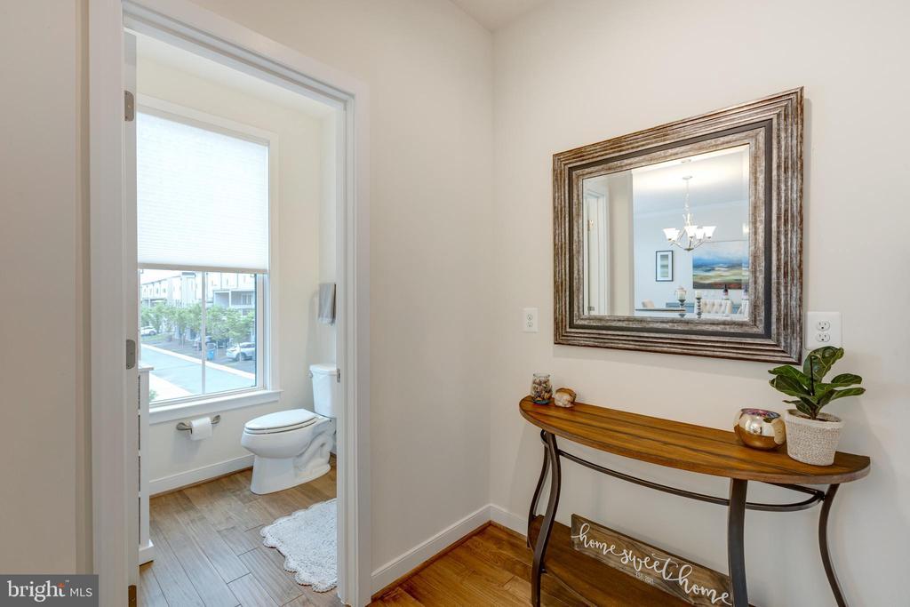 Power bath / hallway - 42280 IMPERVIOUS TER, BRAMBLETON