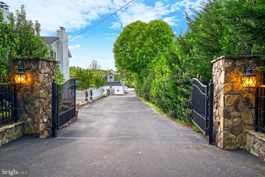 Stacked stone wall along entire circular driveway - 7500 CLIFTON RD, CLIFTON