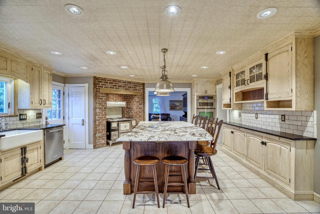 Gourmet kitchen w/custom, handmade cabinetry - 7500 CLIFTON RD, CLIFTON