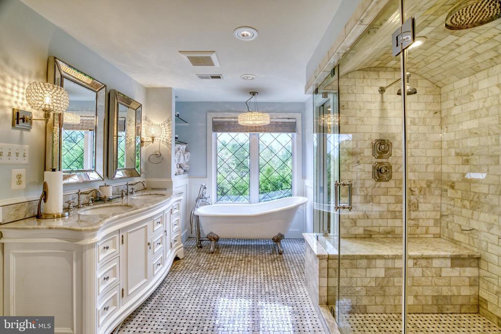 Luxurious Master bath spa - 7500 CLIFTON RD, CLIFTON