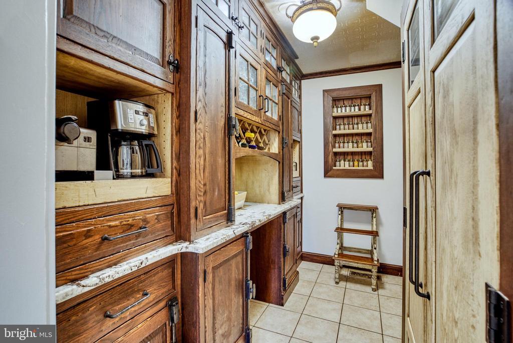 Butler's pantry/coffee bar. Extra refrigerator - 7500 CLIFTON RD, CLIFTON