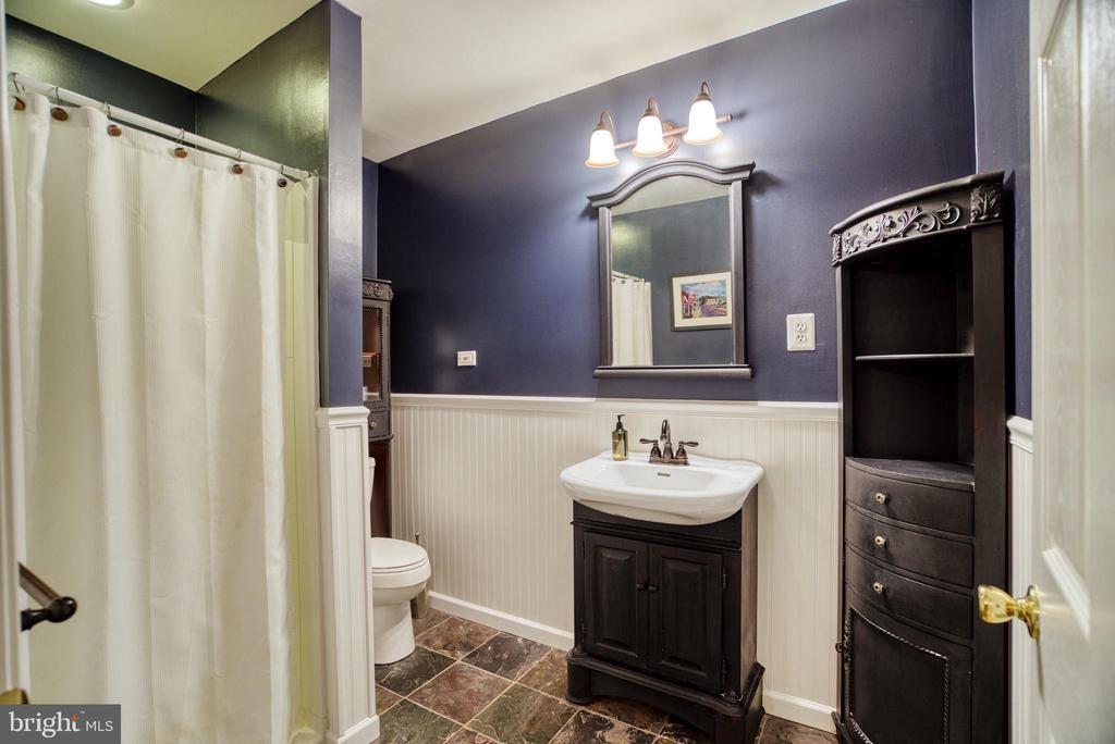 En-suite bathroom - 7500 CLIFTON RD, CLIFTON