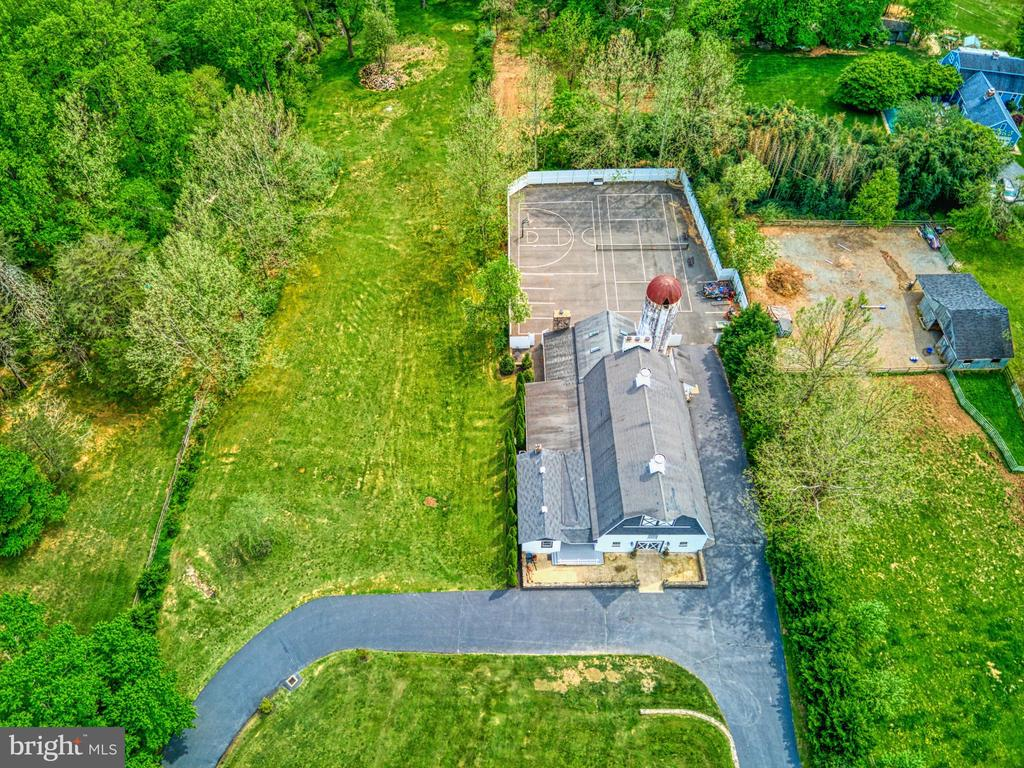 Barn with fully fenced sports courts/parking - 7500 CLIFTON RD, CLIFTON