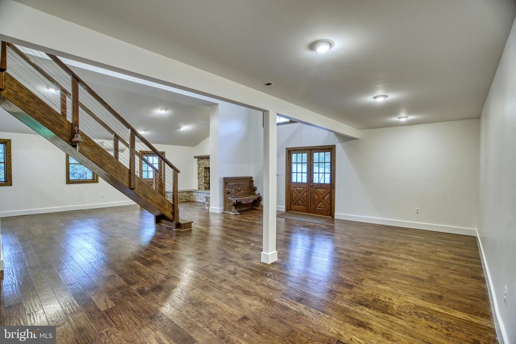 1500 sq.ft. Office. Hand-scraped hardwood floor - 7500 CLIFTON RD, CLIFTON