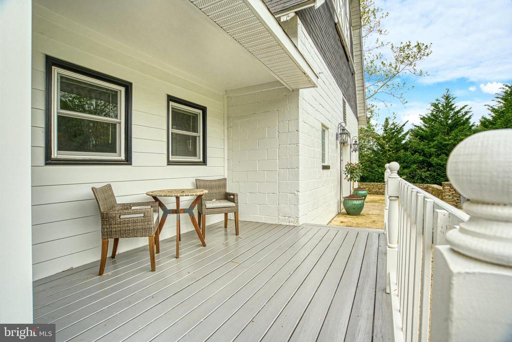 Side porch off Office - 7500 CLIFTON RD, CLIFTON