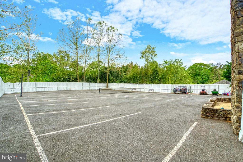 Lined for parking - 7500 CLIFTON RD, CLIFTON