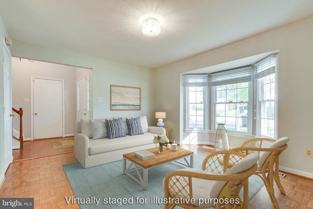 Light-filled living room with bay windows - 14707 KAMPUTA DR, CENTREVILLE