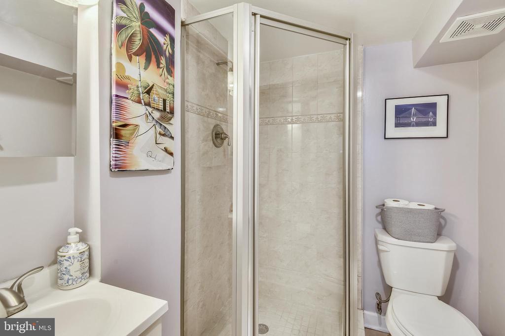 LL full bathroom - 3270 S UTAH ST, ARLINGTON