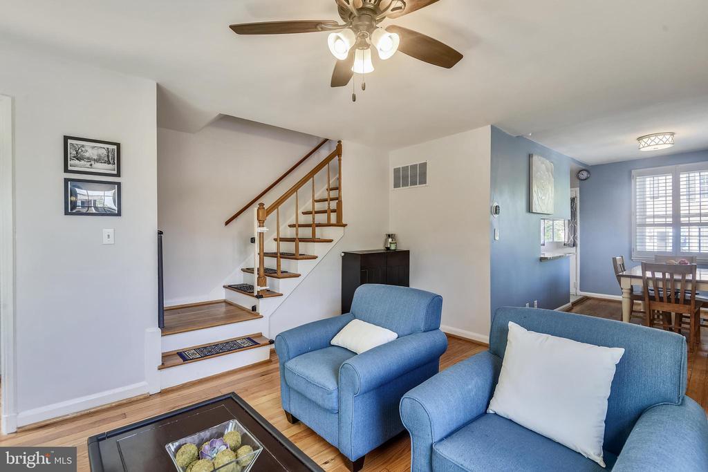 Gleaming hardwood floors throughout - 3270 S UTAH ST, ARLINGTON