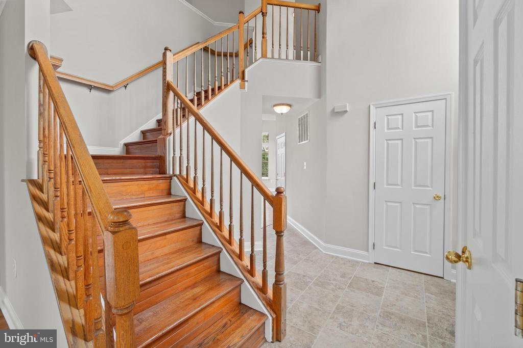 Stairs - 106 HAVERSACK CT NE, LEESBURG