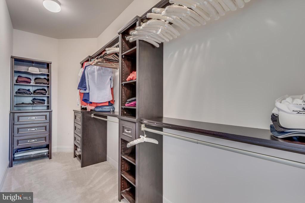Oversized closet in master bedroom - 20585 STONE FOX CT, LEESBURG
