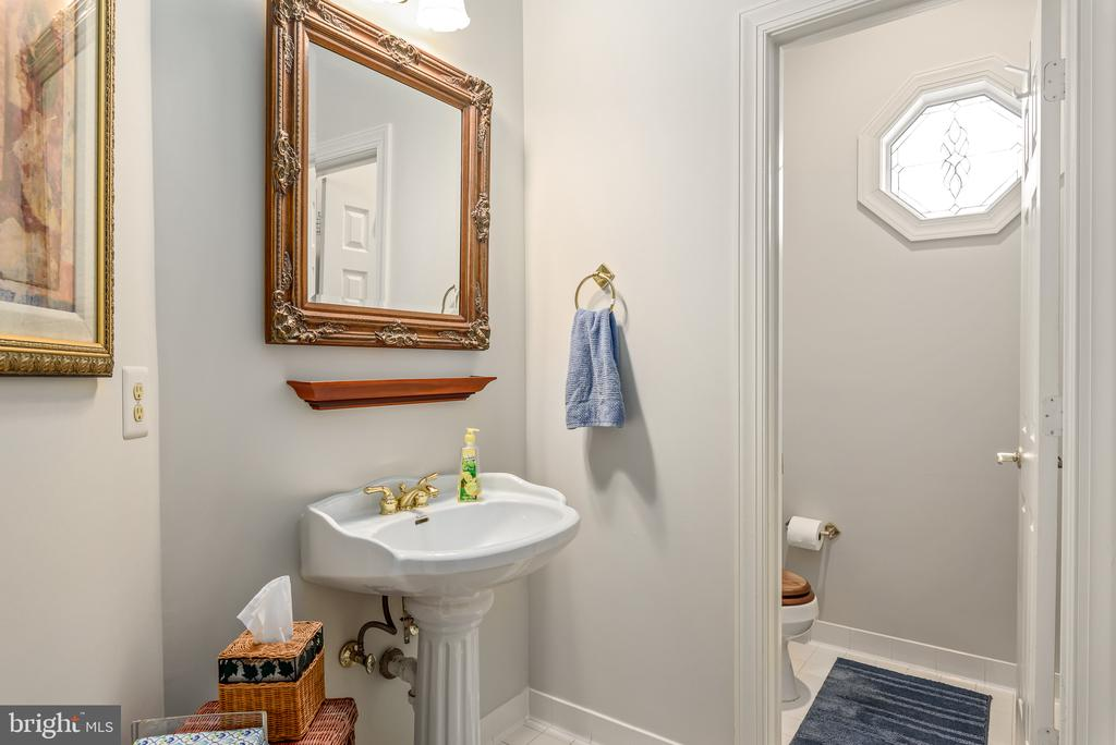 Main Level Powder room - 20441 WINFIELD PL, STERLING