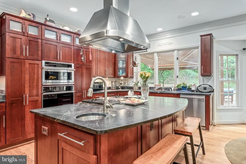 Kitchen with Salad Sink - 20441 WINFIELD PL, STERLING