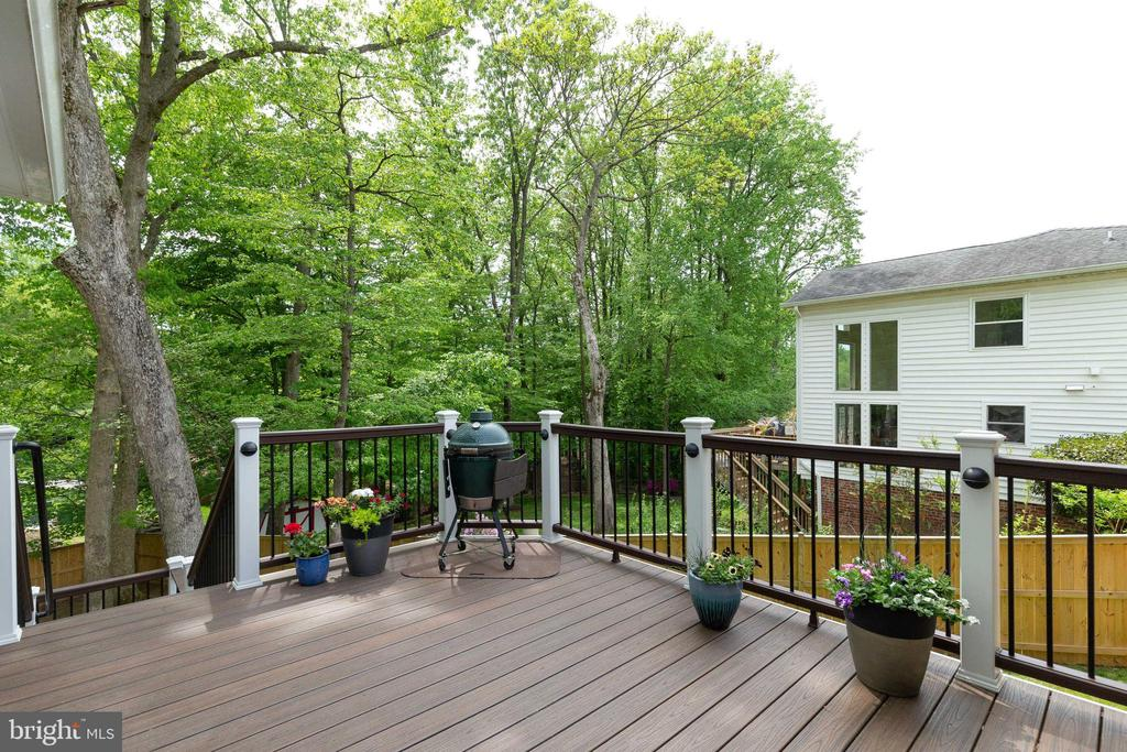 Deck for your Cook outs with steps to patio - 5068 COLERIDGE DR, FAIRFAX