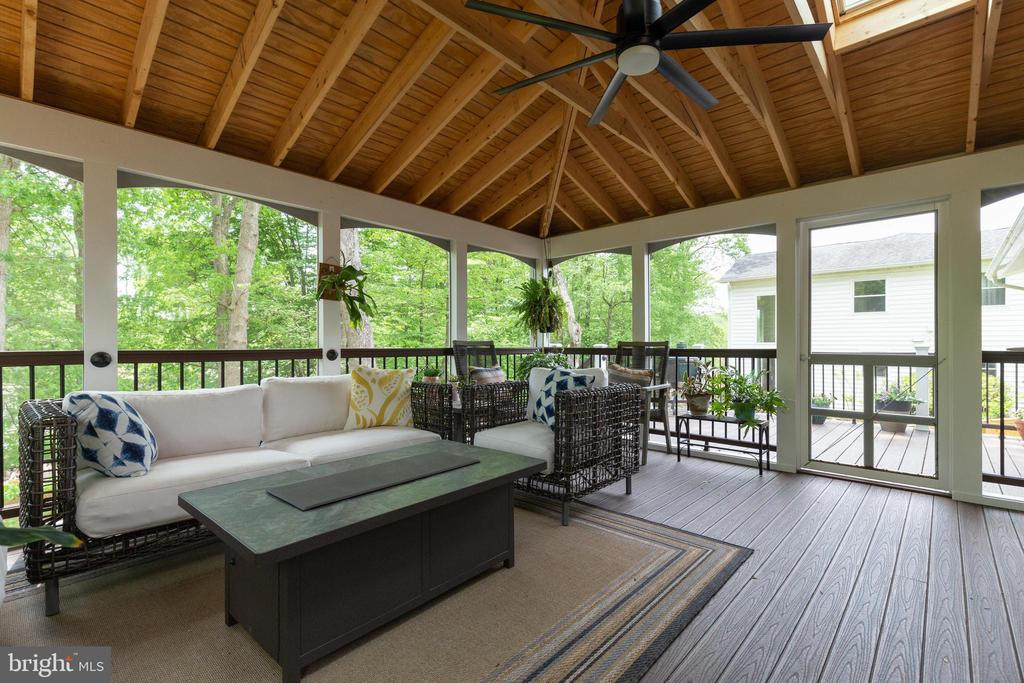 Screened Porch with Skylights and Ceiling Fan - 5068 COLERIDGE DR, FAIRFAX