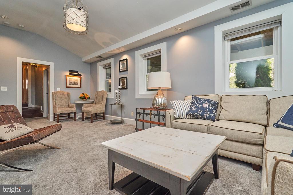 Guest apartment. Separate HVAC unit. Internet - 7500 CLIFTON RD, CLIFTON