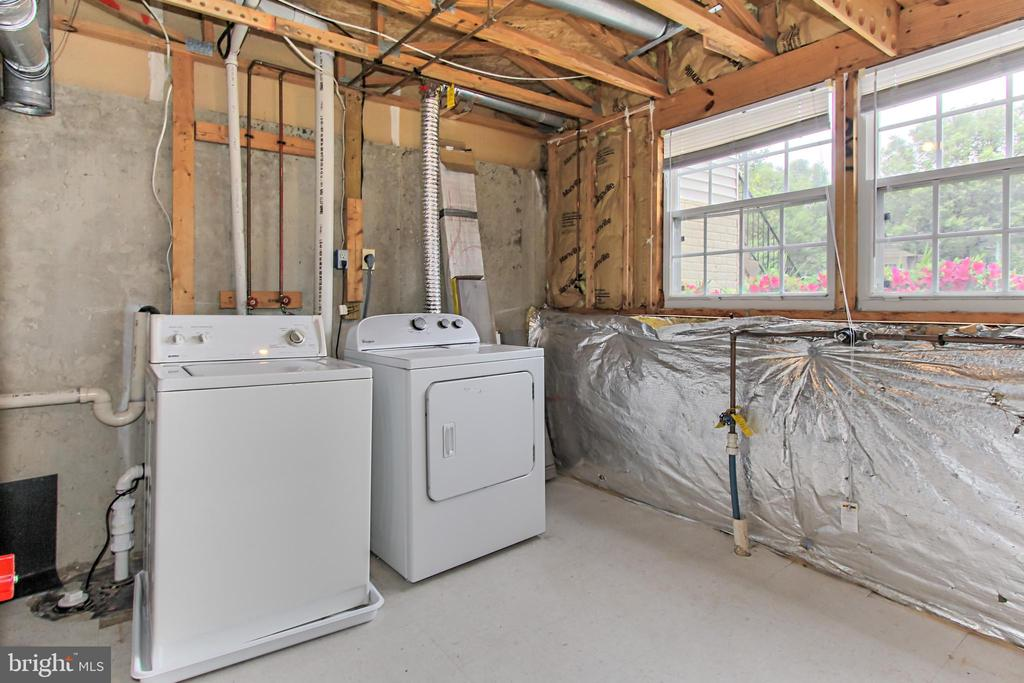 Spacious Laundry/Utility/Storage in Lower Level - 44043 CHOPTANK TER, ASHBURN