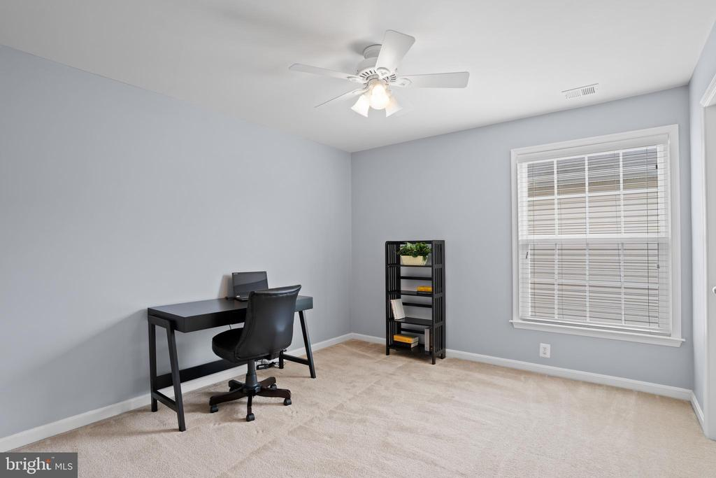 One more spacious bedroom with a walk-in closet! - 41959 ZIRCON DR, ALDIE