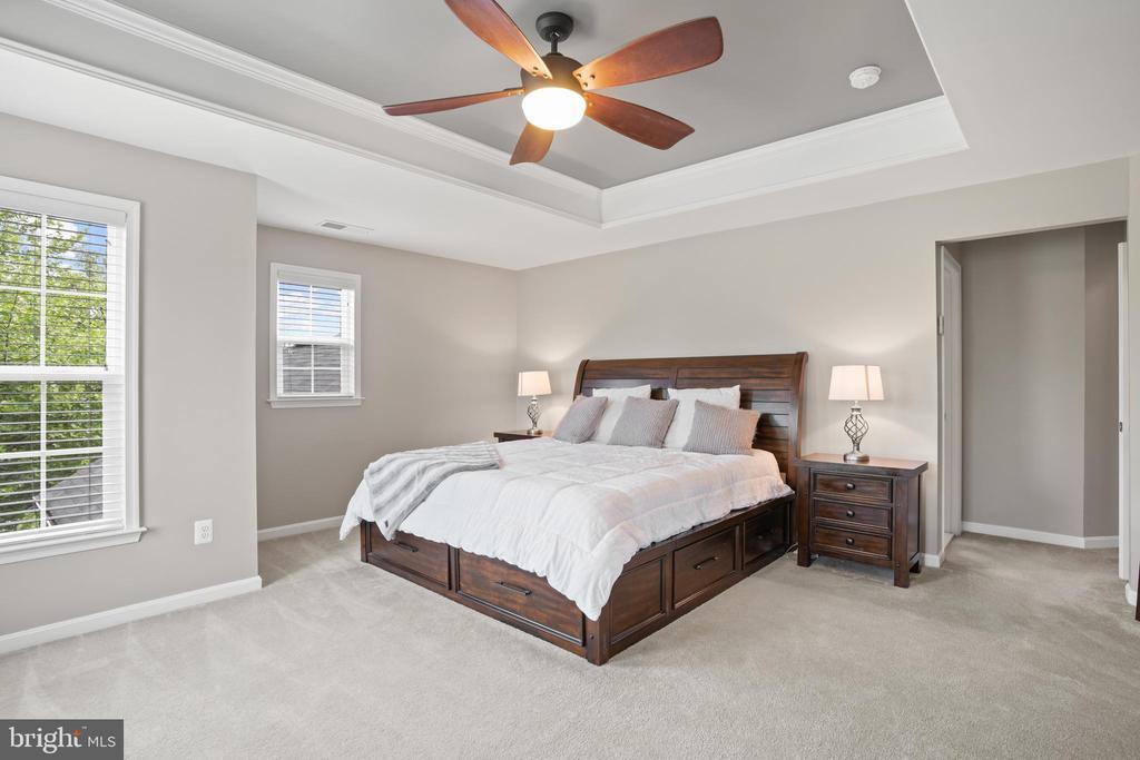 Elegant and pristine, with plush carpet... - 41959 ZIRCON DR, ALDIE