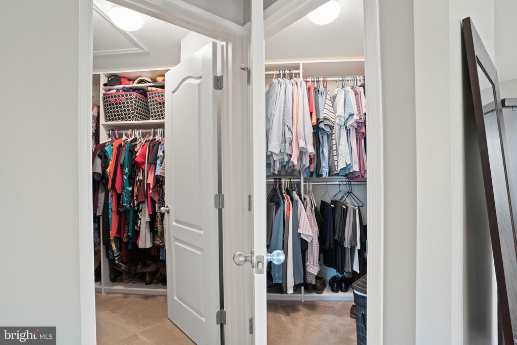TWO generous walk-in closets! - 41959 ZIRCON DR, ALDIE