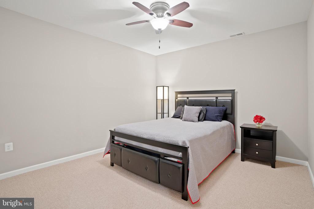 Optional 5th bedroom or den. - 41959 ZIRCON DR, ALDIE